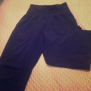 Black Lululemon work out crop pant